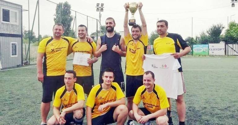 """Raiffeisenbank победи в благотворителния футболен турнир на """"За Нашите Деца"""", подкрепен от Фуутура"""